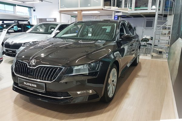 exterier1_Skoda_superb100_autobors-Recovered