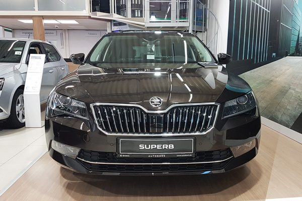 exterier2_Skoda_superb100_autobors