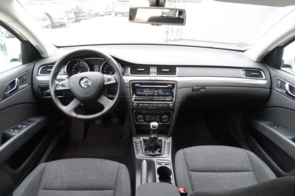 skoda-superb-combi-20-tdi-cr-103kw (8)