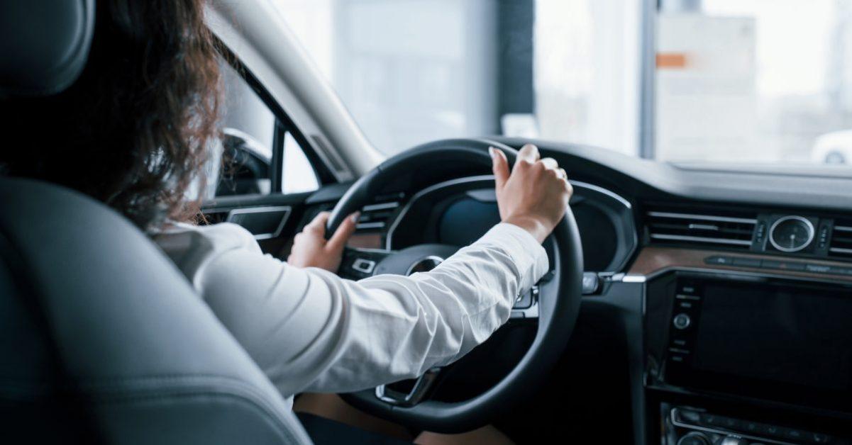 Robíte týchto 6 najčastejších zlozvykov pri šoférovaní aj vy?
